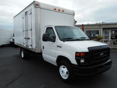 "2008 Ford Econoline Commercial Cutaway E-350 Super Duty 158"" DRW (Oxford White)"