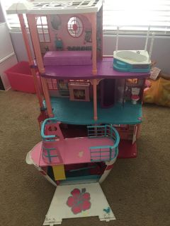Barbie House and Barbie Boat