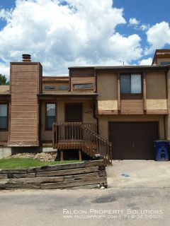 Cozy 1 Bedroom Townhome with Loft in Rockrimmon! Available July 19