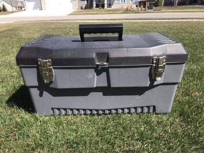 19 pro tool box with removeable tray