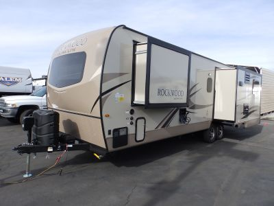 2019 Forest River ROCKWOOD 2703WS, 3 SLIDES, REAR ENTERTAINMENT CENTER, FRONT SLEEPER, SLEEPS 5, POWER PACKAGE, CORIAN COUNTERTOP, FIREPLACE