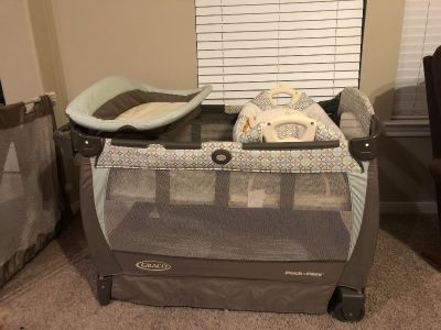 Graco pack n play with removable changing table and cradle