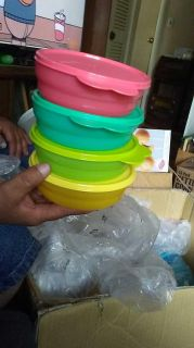 New Tupperware microwave bowls with seals $15