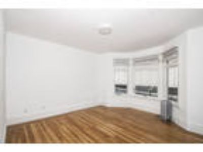 825 PINE Apartments