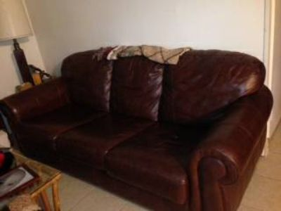 Brown leather couch (Houma)