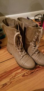 Breckelle's High Top Shoes/Boots Sz.7