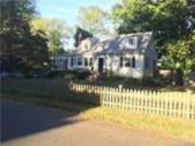 Norwalk Two BA, Adorable expanded cape offering 3 or Four BR