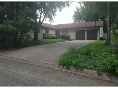 3 Bed 1.5 Bath Foreclosure Property in Lincoln, IL 62656 - N State St
