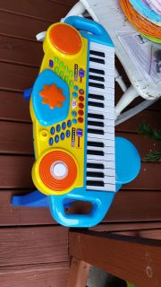 Free piano toy