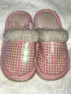 GUC 7/8 Toddler Slippers.