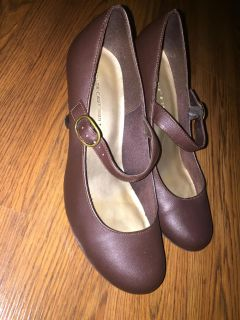 Size 9W Brown shoes