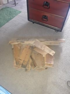 One lot of pallet wood