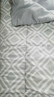 Queen size Comforter Porch pickup only