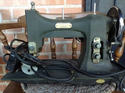 White Rotory Sewing Machine -Antique.