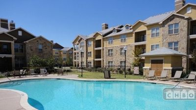 $3210 2 apartment in Hill Country