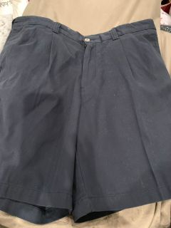 SIZE 42 NEW HARBOR BAY NAVY SHORTS. CP