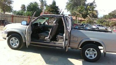 2000 Toyota Tundra 4Dr