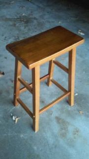 WOOD SADDLE STOOL