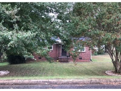 2 Bed 1.0 Bath Preforeclosure Property in Hickory, NC 28602 - 25th St SW