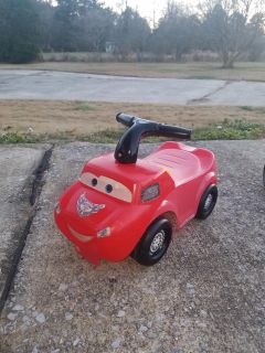 Cars Lightning McQueen toddler scoot/ride on toy