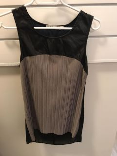 Chloe K top size small. Excellent condition