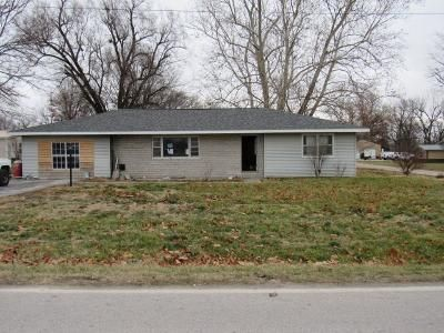 3 Bed 1 Bath Foreclosure Property in Dadeville, MO 65635 - Clompton St