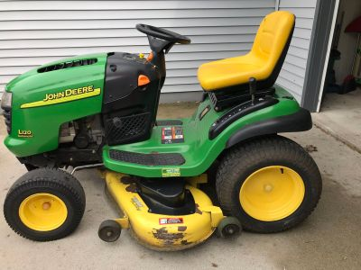 John Deere L120 Lawmower