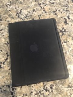 iPad generation 1 includes protective case!