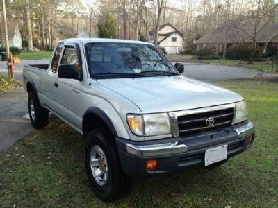 Toyota Tacoma Extended Cab Pre-runner Pickup2000