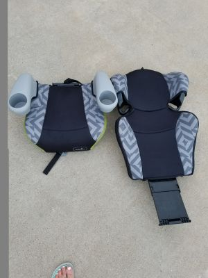 Booster Seat with Detachable Back