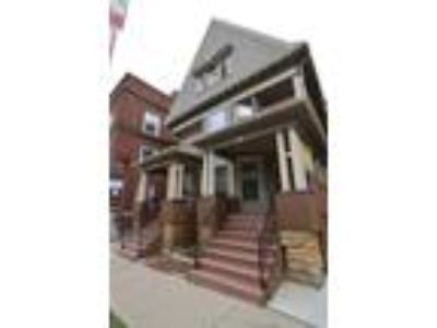 Amazing Three BR Home 2 Blocks from the Capital! In Unit W/D!