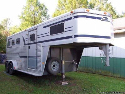 1994 Sundowner Sunlite 3 horse trailer gooseneck