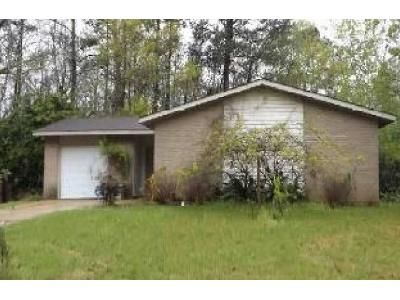 3 Bed 2 Bath Foreclosure Property in Moss Point, MS 39562 - Riverbend Cir