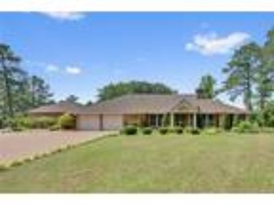 PARADISE ON LAKE UPCHURCH! This Luxurious 3 ...