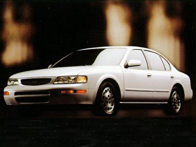 1995 Nissan Maxima GLE (Gold)