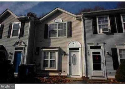 138 Creekside CT Newark Two BR, Beautifully renovated town home