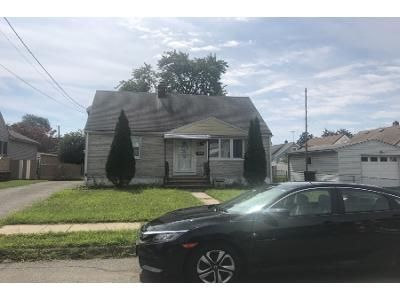 3 Bed 1 Bath Foreclosure Property in Elmwood Park, NJ 07407 - Roosevelt Ave