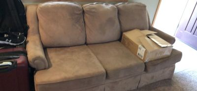 ELLENSBURG- FREE COUCH