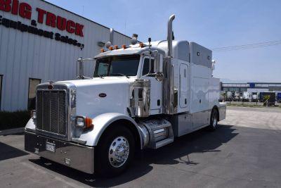 2005 Peterbilt 378 Custom Hauler Truck