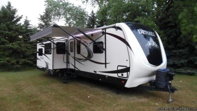Beautiful 2015 Keystone Denali Travel Trailer