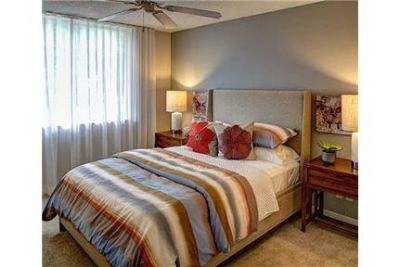 2 bedrooms - The Stratford apartment community in Miami, Florida. Parking Available!