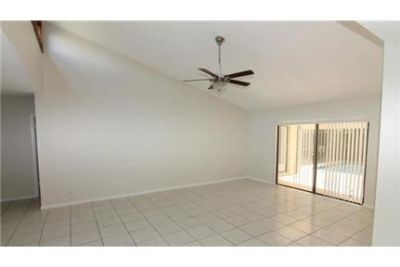 Pet Friendly 3+2 House in Boca Raton. 2 Car Garage!