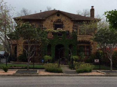 $1000 1 apartment in Central San Antonio