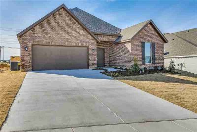 1706 Dale Lane White Settlement Three BR, WOW! Want a BIG YARD?