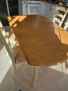Kitchen table 4 chairs and a leaf