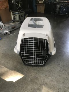 26 Pet Carrier / Crate