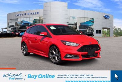 2017 Ford Focus ST (Race Red)