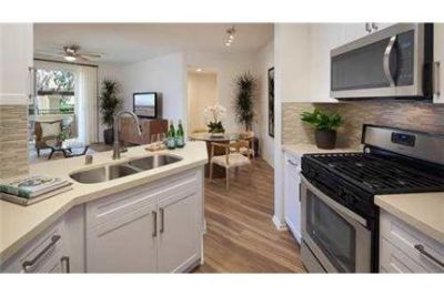 Lovely Aliso Viejo, 1 bed, 1 bath. Parking Available!