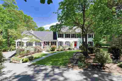32 Cheyenne Dr MONTVILLE, Thoughtfully designed spacious 6