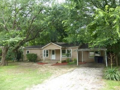 2 Bed 1 Bath Foreclosure Property in Lancaster, TX 75146 - W 6th St